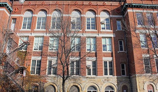 Compran histórico edificio escolar